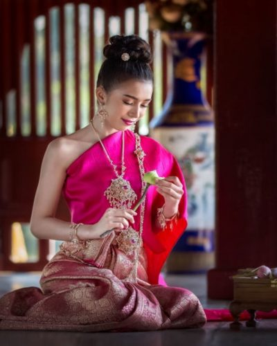 Thailand's traditional dresses 1
